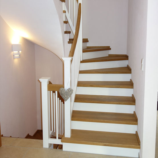 holzstufen auf beton treppen vom profi schreinerei theis. Black Bedroom Furniture Sets. Home Design Ideas