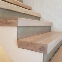 Referenz-Holzstufen-auf-Beton-2